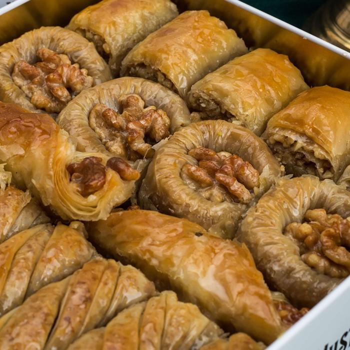 Assorted Turkish Baklava Walnut in Metal Box - Hafız Mustafa (1kg)