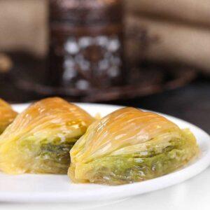 Turkish Baklava with Pistachio Midye