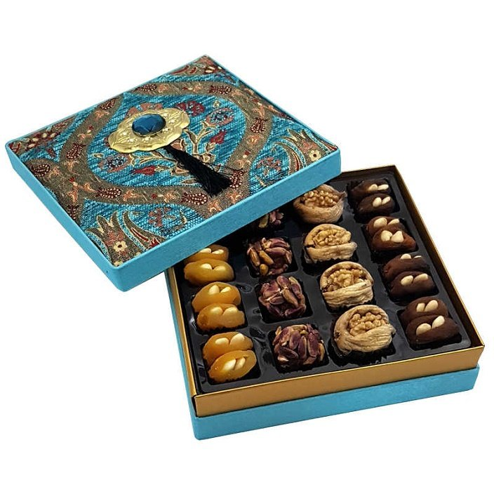 StamboulBazaar Premium Assorted Dried Fruit/Dried Nuts (Velvet Box)